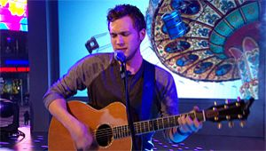 "Phillip Phillips Performs ""Home"""