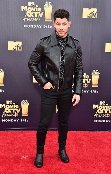 edec7015143 2018 MTV Movie   TV Awards performer Nick Jonas arrived on the red carpet  with a