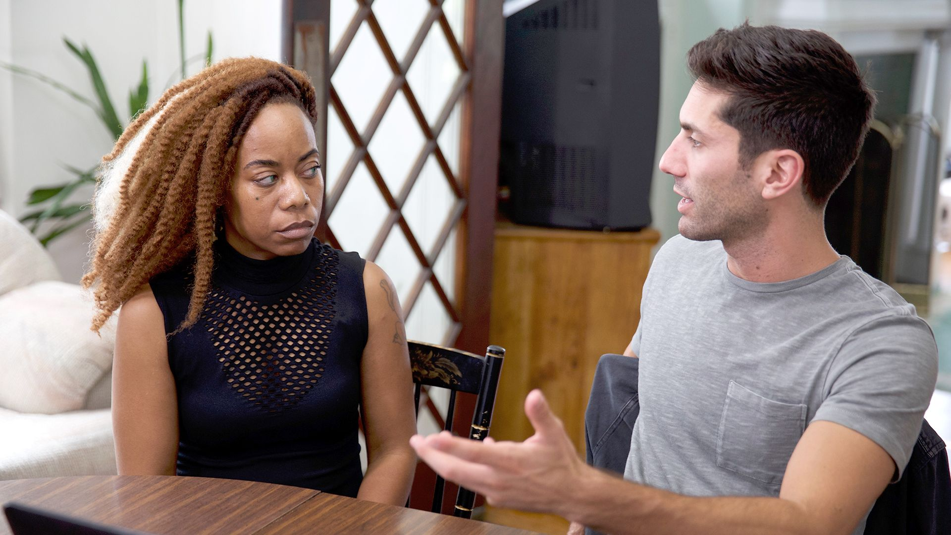 online dating series 7 ways to become the type of woman men fight for online by joshua pompey your phone lights up your online dating inbox has a new message for a split second, you.