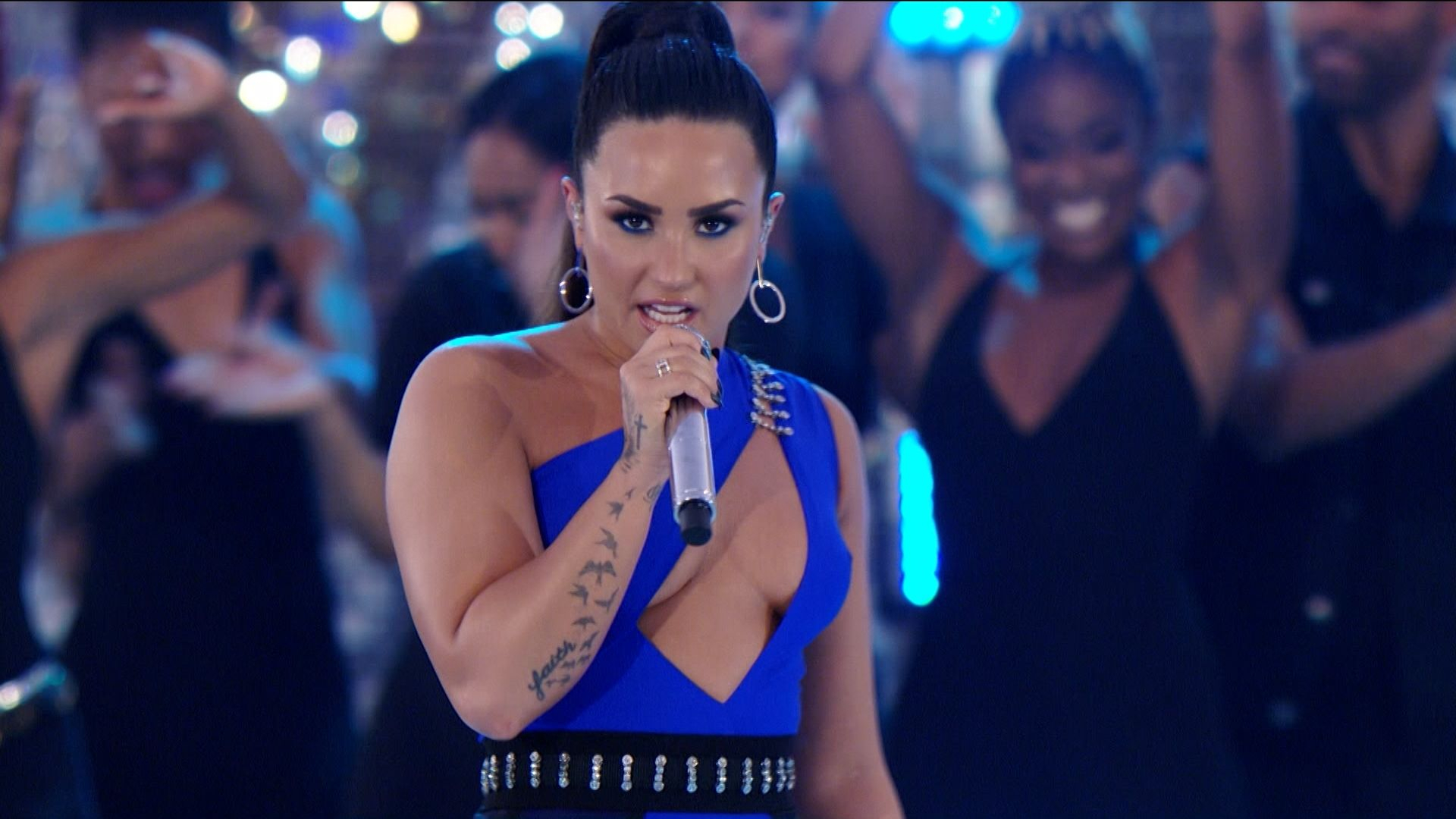 vmas_2017_performance_Demi_Lovato.jpg (1920×1080)