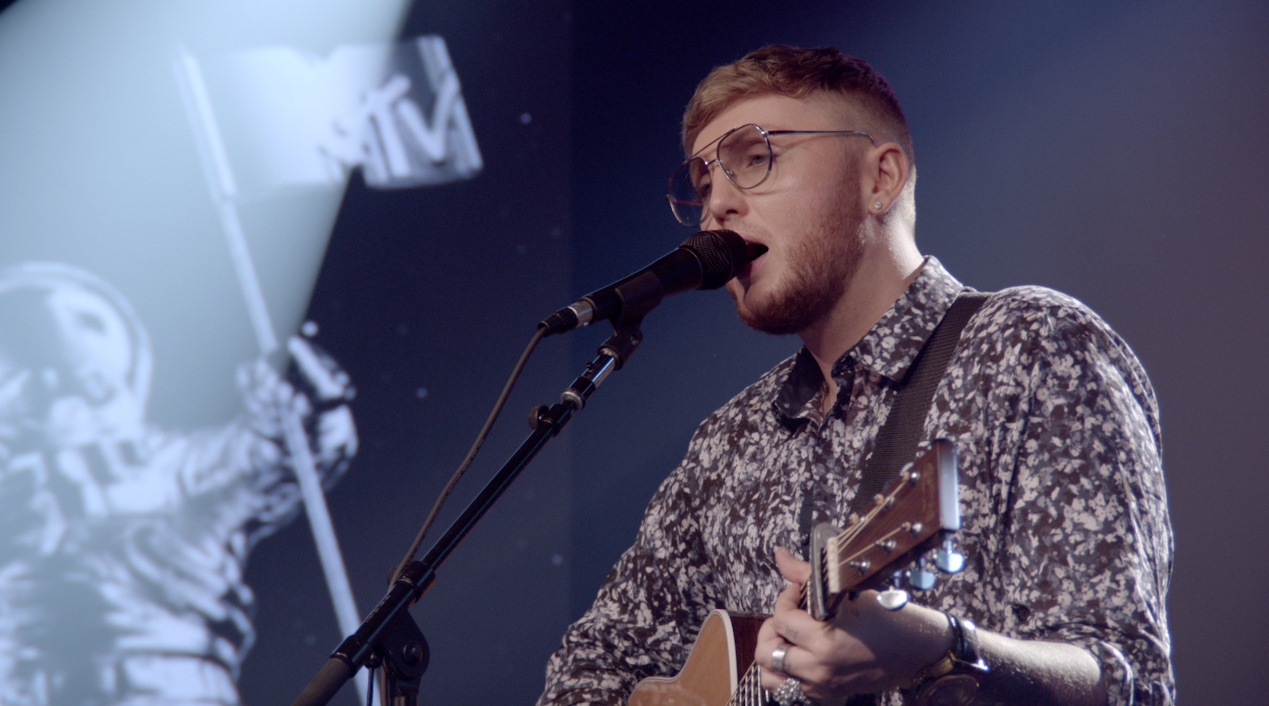 JamesArthurPerformance.png (2544×1416)