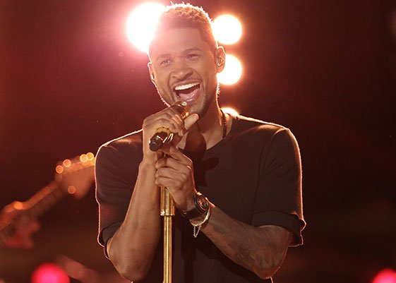 Usher Returns to VMA Stage
