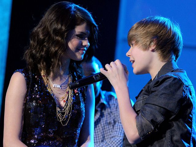 new selena gomez and justin bieber pictures. Selena Gomez and Justin Bieber