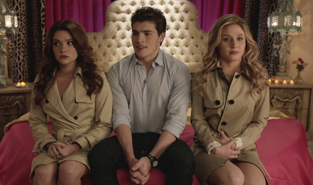'Faking It': Should Amy Have Just Said No To The Threesome