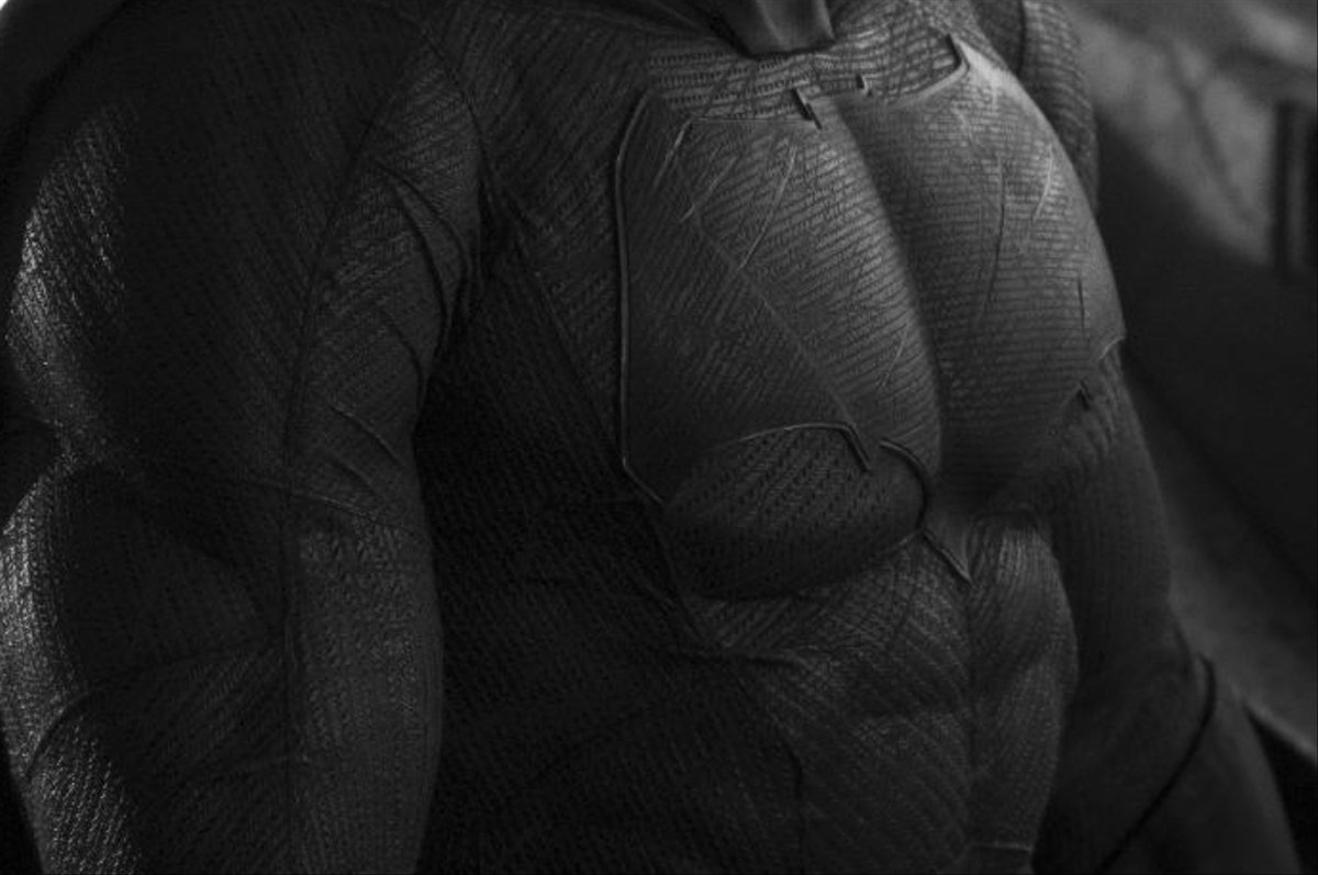batman-ben-affleck-chest