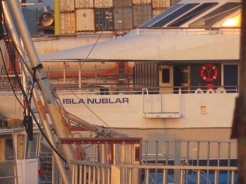 jurassicworldboat2