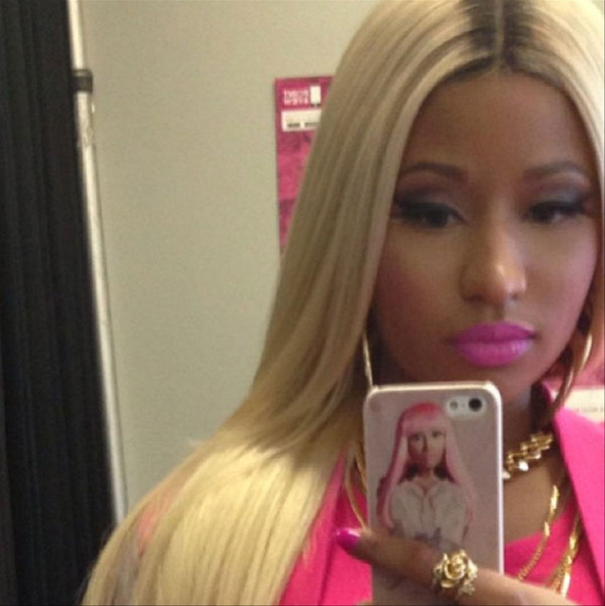 Pics Photos - N... Nicki Minaj Selfie