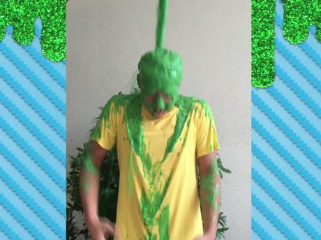 ¡Daniel Padilla se baña con Slime!