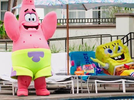 Au calme au bord de la piscine