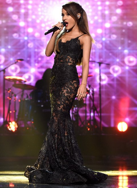 6 Moments From Ariana Grandes 2014 AMA Performance That