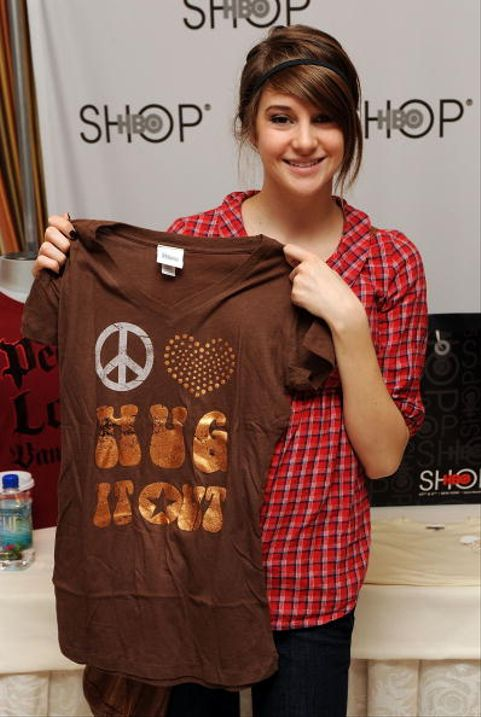 BEVERLY HILLS, CA - JANUARY 11:  Actress Shailene Woodley poses with the HBO Shop in NYC display during the HBO Luxury Lounge in honor of the 66th Annual Golden Globes held at the Four Seasons Hotel on January 11, 2009 in Beverly Hills, California.  (Photo by Ray Mickshaw/Getty Images for mediaplacement)