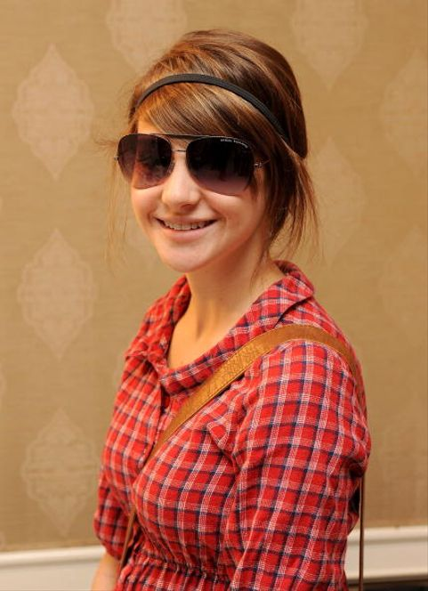 BEVERLY HILLS, CA - JANUARY 11:  Actress Shailene Woodley in AX 117s sunglasses poses with the Solstice Sunglass Boutique-Safilo USA  display during the HBO Luxury Lounge in honor of the 66th Annual Golden Globes held at the Four Seasons Hotel on January 11, 2009 in Beverly Hills, California.  (Photo by Ray Mickshaw/WireImage)