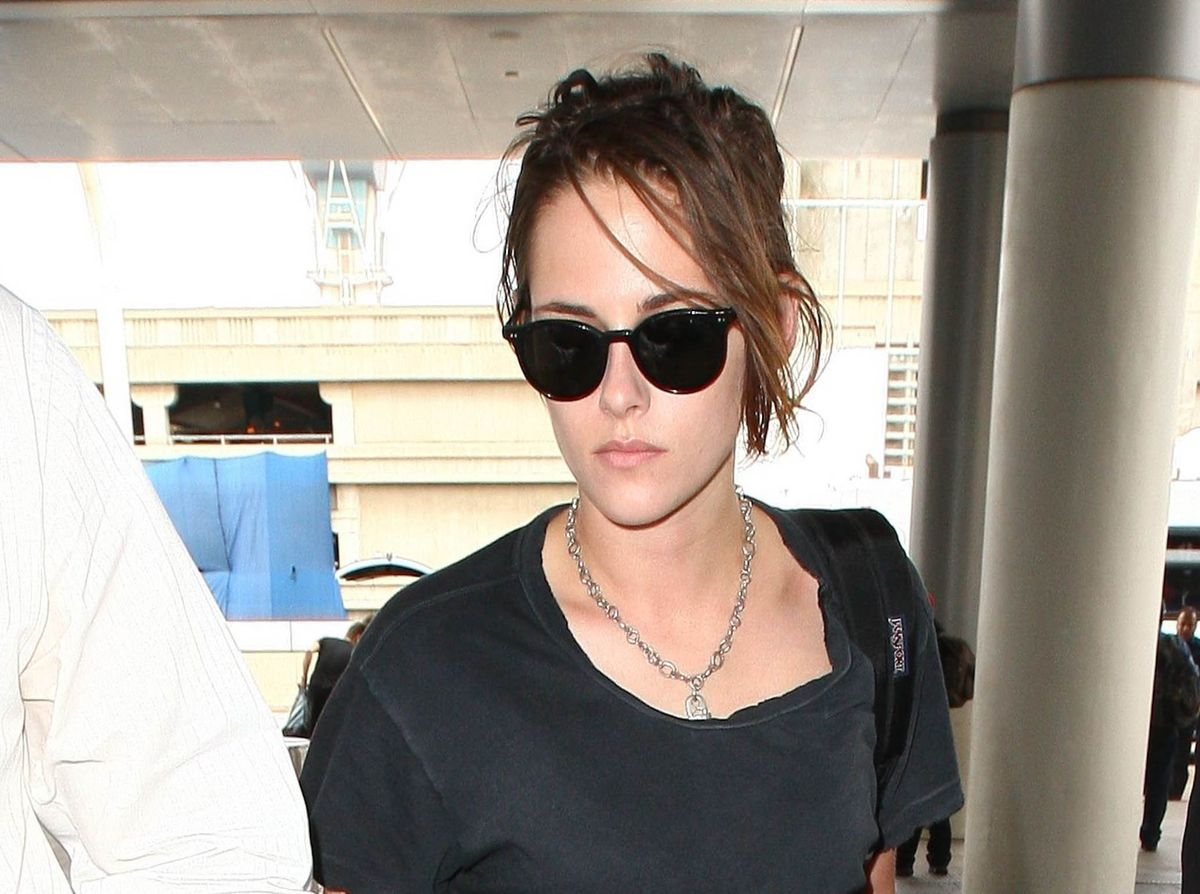 LOS ANGELES, CA - JULY 03: Kristen Stewart is seen at LAX on July 03, 2015 in Los Angeles, California.  (Photo by GVK/Bauer-Griffin/GC Images)