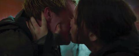 katniss peeta mockingjay kiss