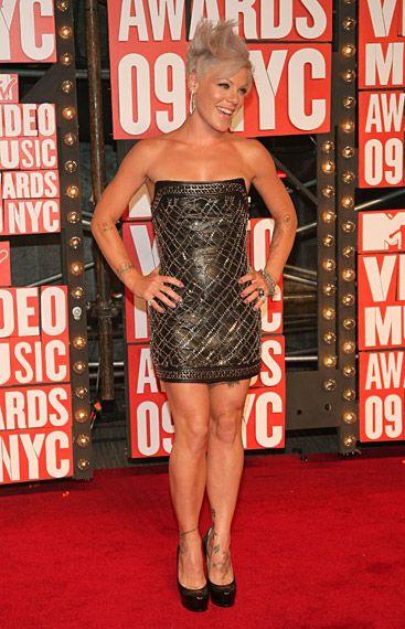 0c61b825 Shakira wearing Balmain on the red carpet at the 2009 MTV Video Music Awards  in New York City.