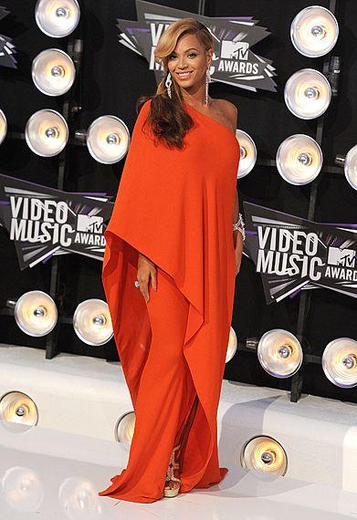 Resultado de imagem para VMA 2011 red carpet