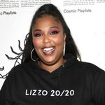 Lizzo Danced On The Audience In Legendary Flute-centric 'juice' Performance