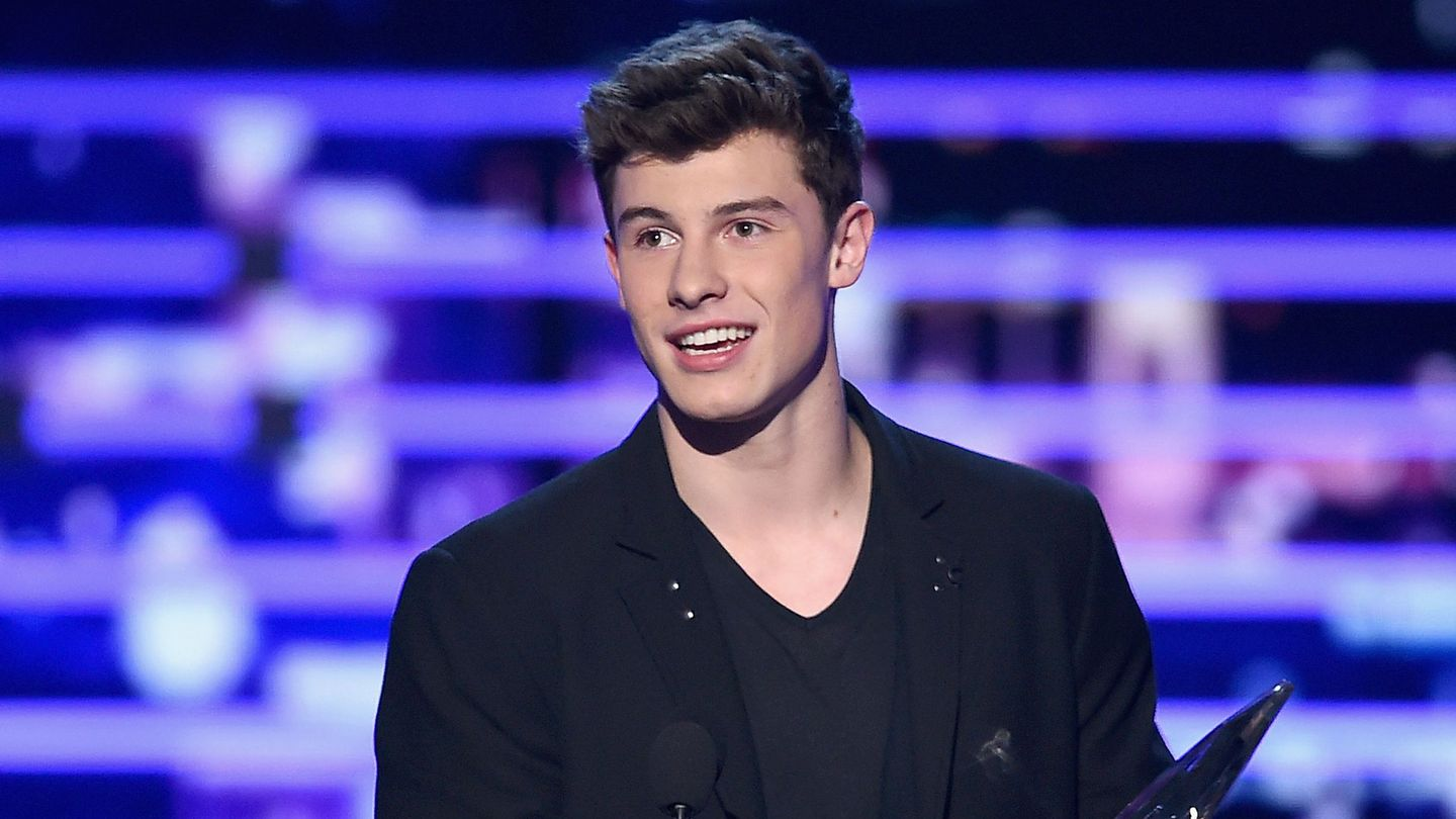 Shawn Mendes Pulls A Justin Bieber Rain Stunt Without Getting Wet