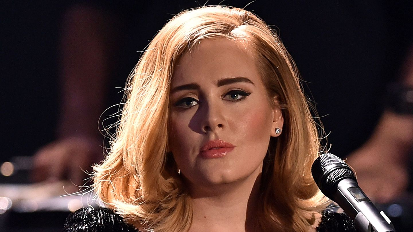 Adele Ditches The Makeup Yes Even Eyeliner In New Instagram Pics Mtv