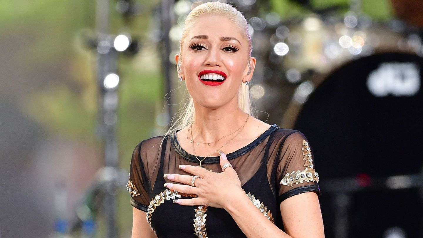 Gwen Stefani Stopped Her Concert To Bring A Young Bullied Fan Onstage