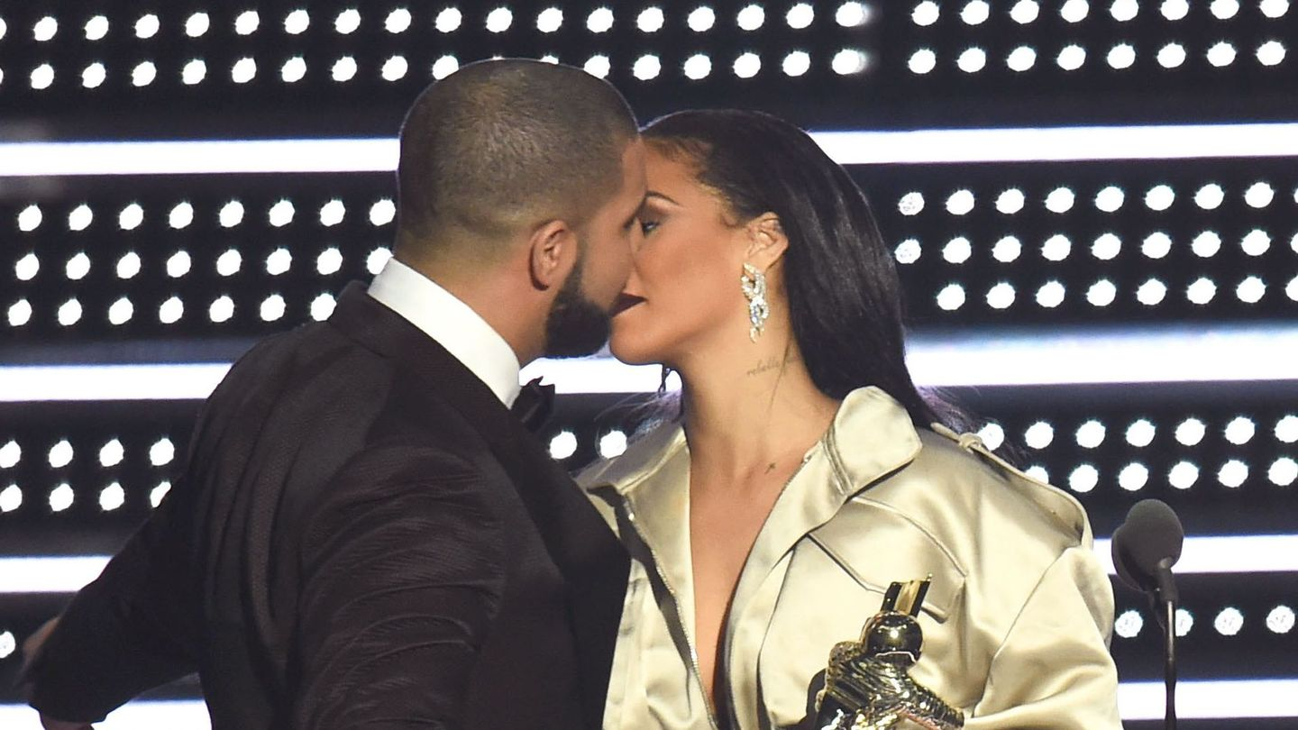 maybe drake did kiss rihanna at the vmas after all - mtv