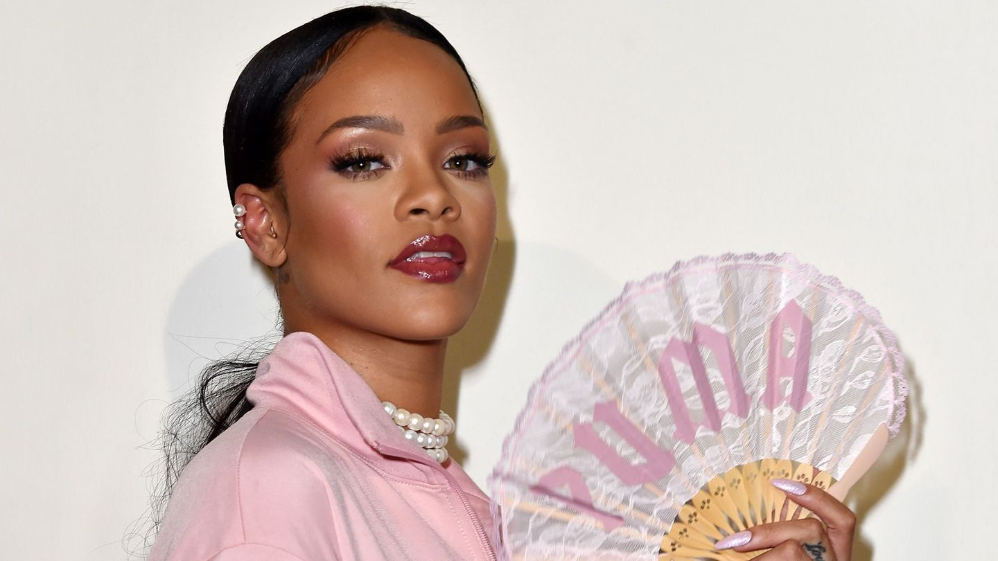 Rihanna Wore A Pink Tutu And A Fur Stole To The Women's March
