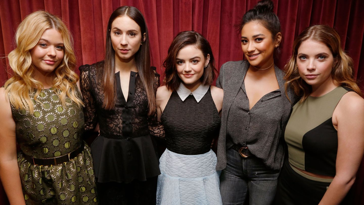 Pretty Little Liars Has Officially Wrapped — See The Cast