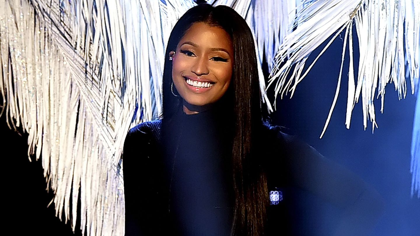 Nicki Minaj Twerks In Leather After Making History On The Charts