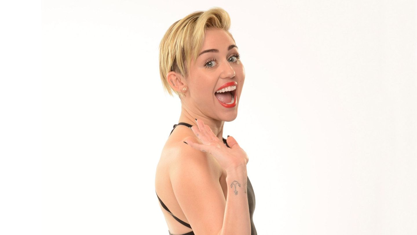 OMG — Miley Cyrus Has Long Hair (And Bangs!) In Her New MAC Campaign