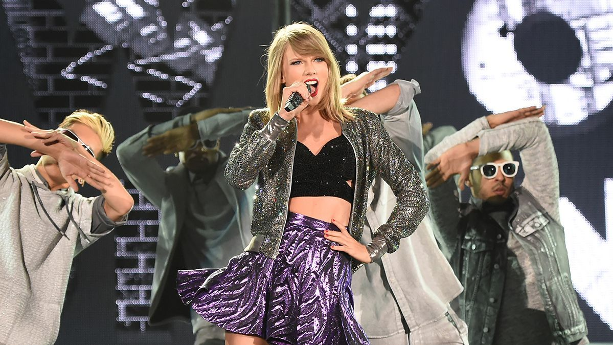 See Every Taylor Swift 1989 World Tour Outfit So Far Mtv