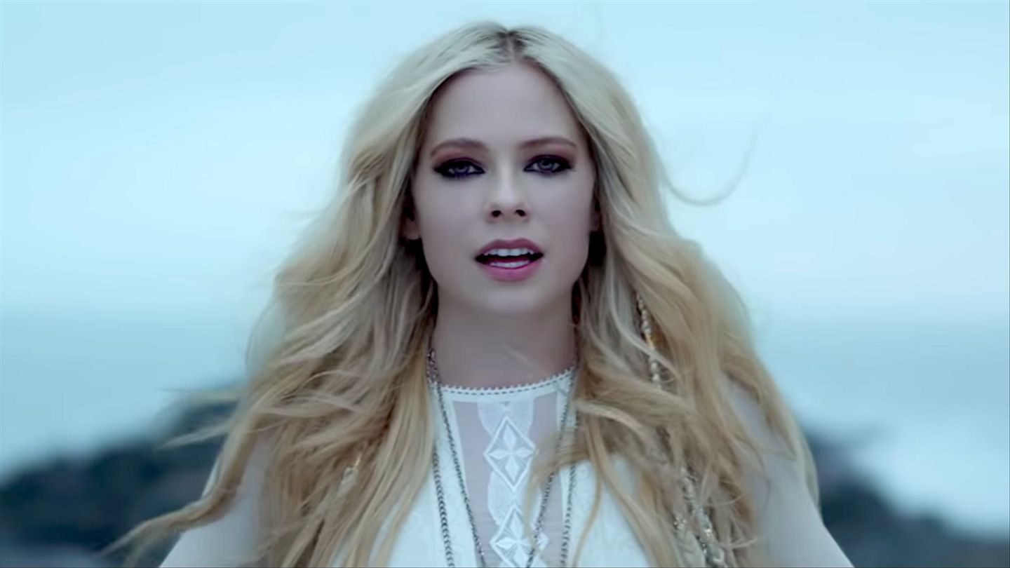 Avril Lavigne Rings In Her Birthday With Triumphant 'Head ...