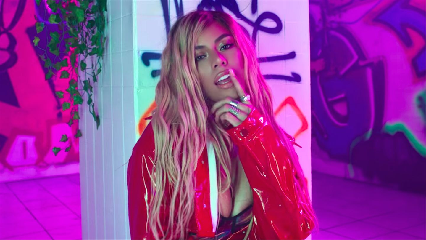 Dinah Jane Is 'snatching Scalps' With Her Glossy 'bottled Up' Video
