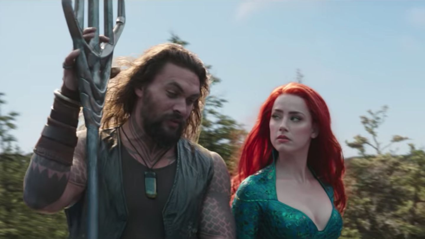 Jason Momoa Accentuates Every One Of His Gold-Plated Abs In Aquaman's Final Trailer