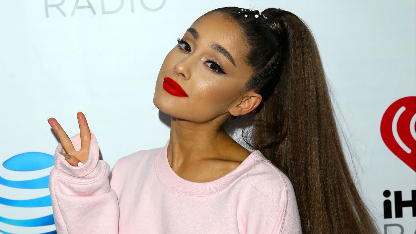 Ariana Grande Dragged Piers Morgan After He Nudity-shamed Little Mix