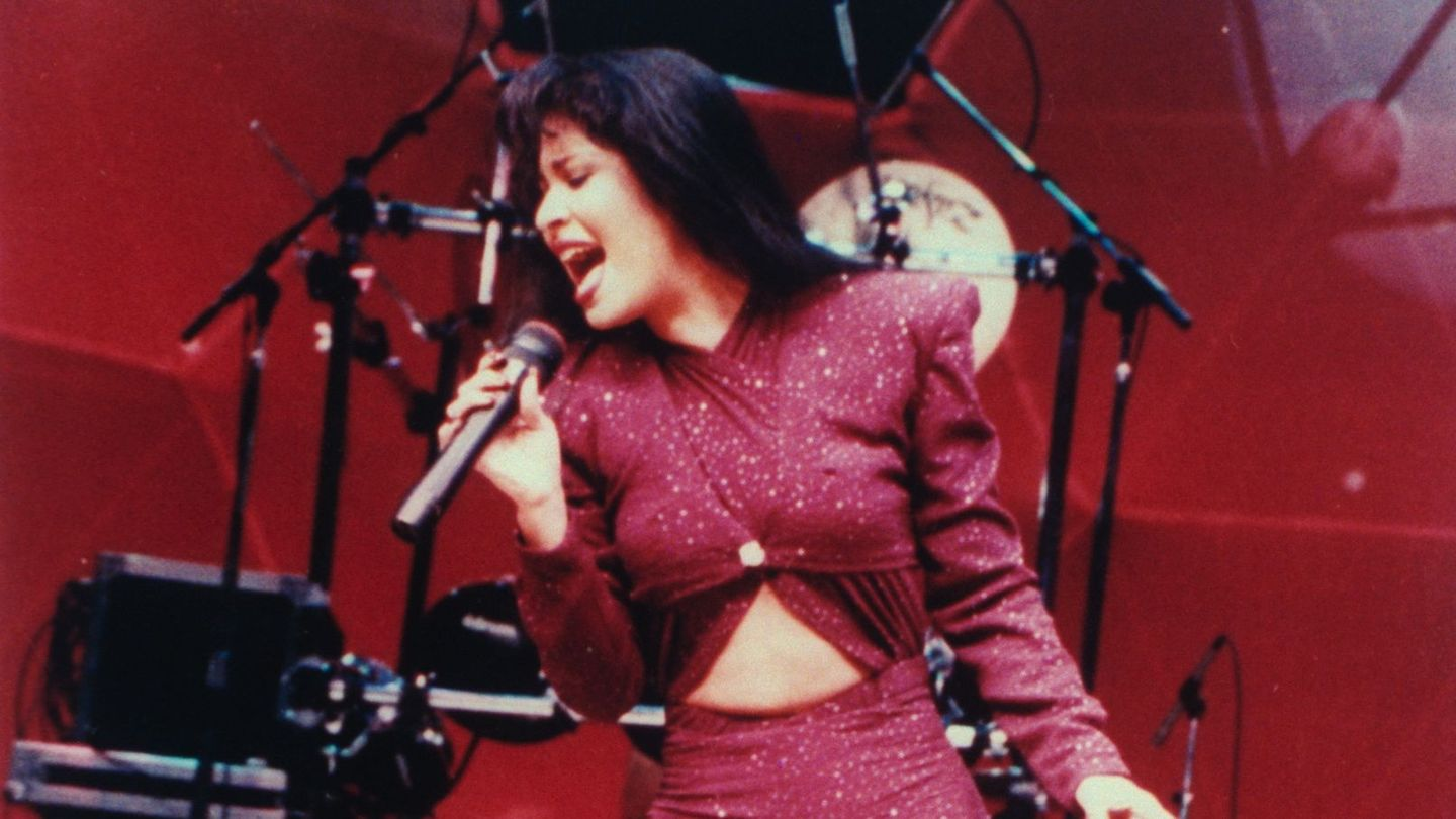 Selena Quintanilla's Family Is Bringing Her Life Story To Netflix