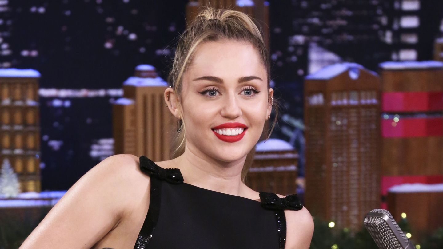 Miley Cyrus Passionately Calls For Peace With Her 'Happy Xmas (War Is Over)' Cover