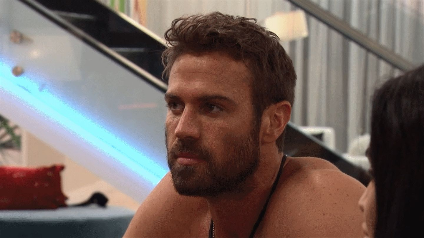 Sneak Peek: Chad Is Already In An Ex On The Beach Love Triangle