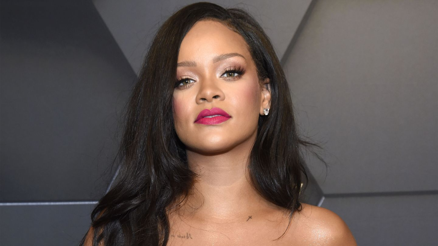 R9 Is Coming! Rihanna Shares A Tiny But Promising Clip From The Studio