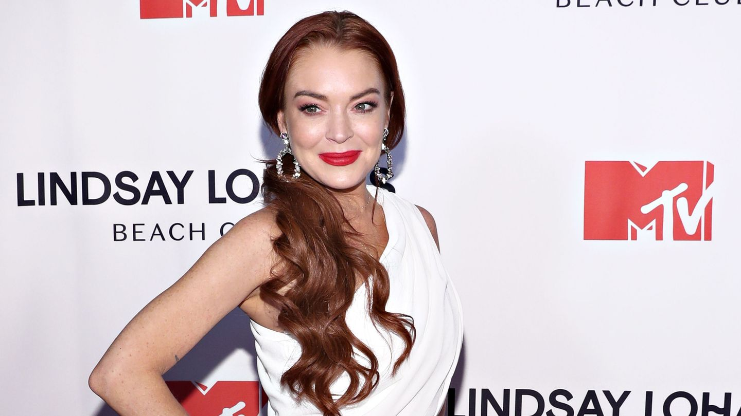 'he's A Total D*ck': Why Is Lindsay Lohan Dissing Her Beach Club Employee?