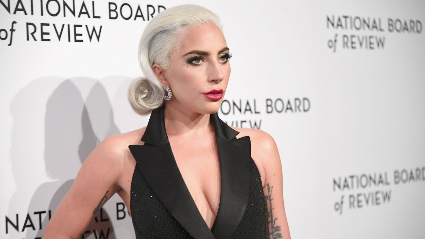 Lady Gaga Apologizes For 2013 R. Kelly Collab, Pledges Support For His Accusers
