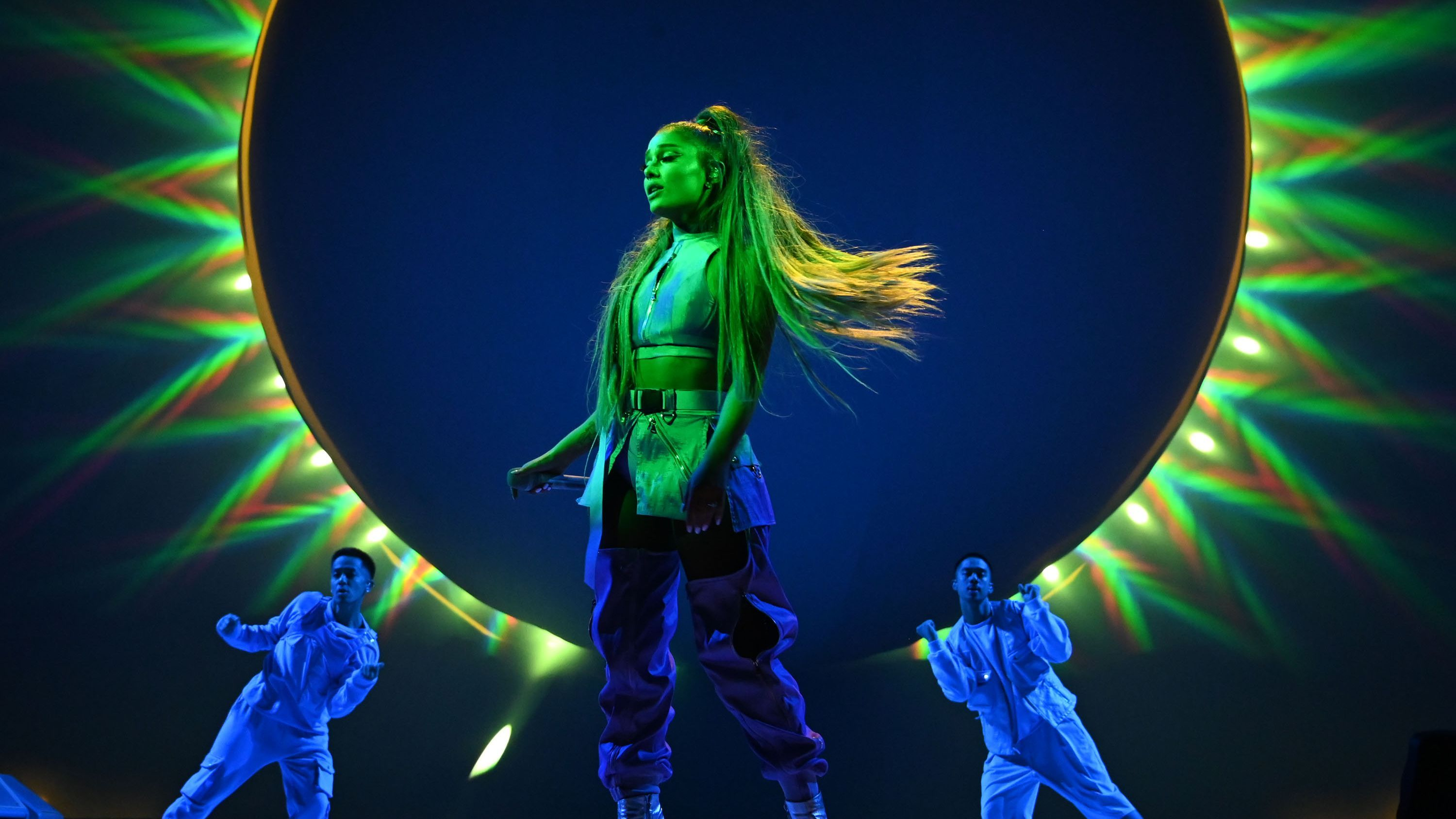 The 16 Sweetest Moments Of Ariana Grande S Sweetener World Tour Mtv