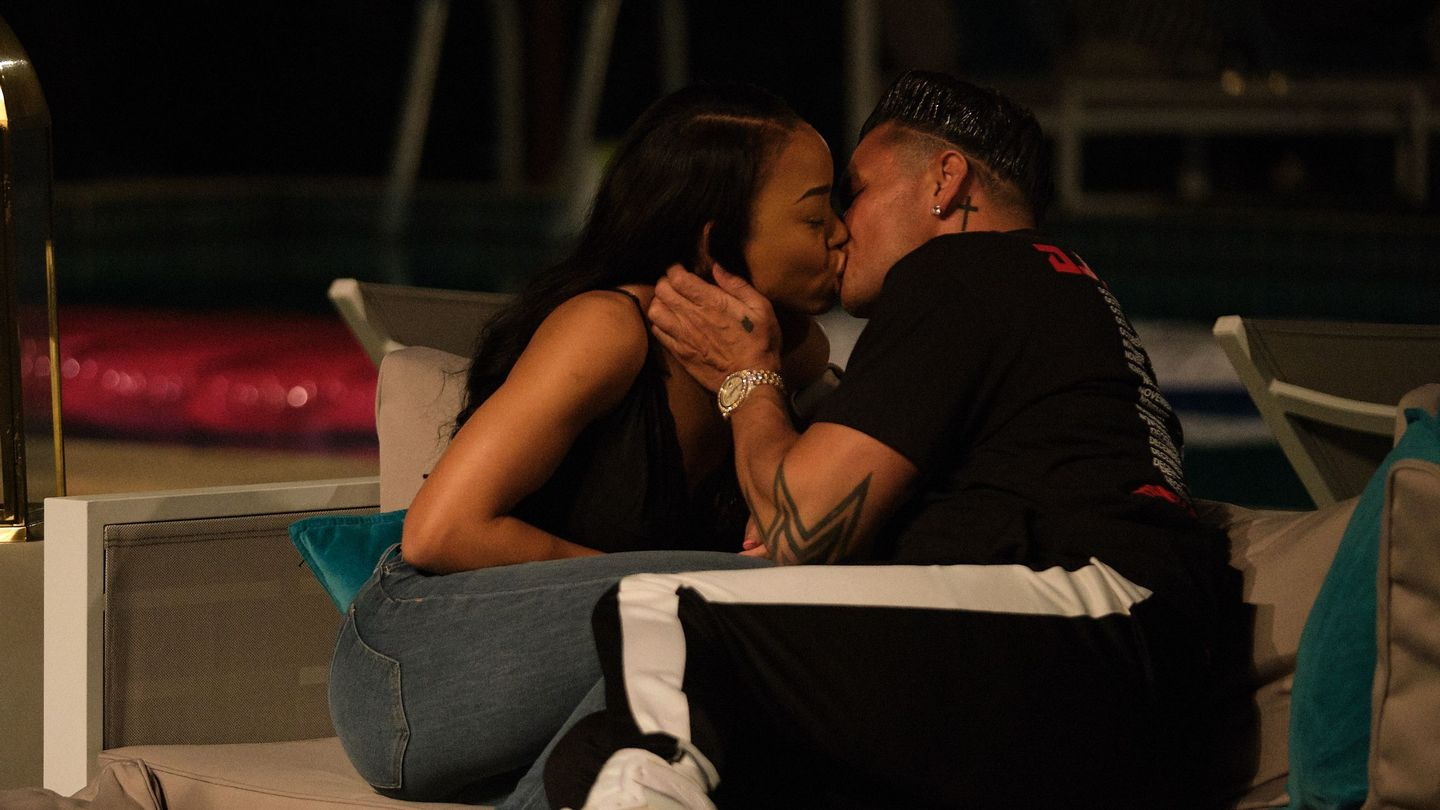 First Kiss(es): Which Double Shot At Love Ladies Got To Smooch DJ Pauly D And Vinny?