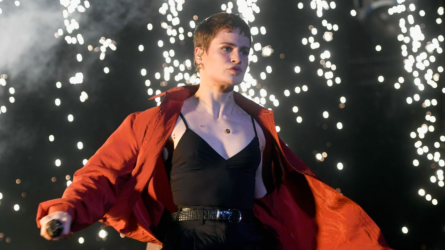 Flipboard Christine And The Queens S H 233 Lo 239 Se Letissier