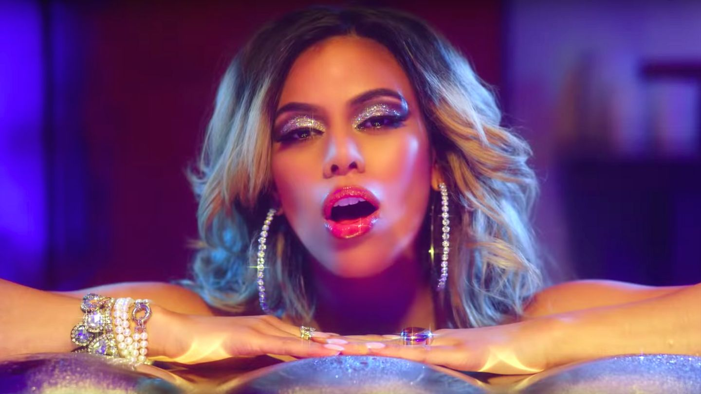 Dinah Jane Flawlessly Curves An Ex In Her 'Heard It All Before' Video