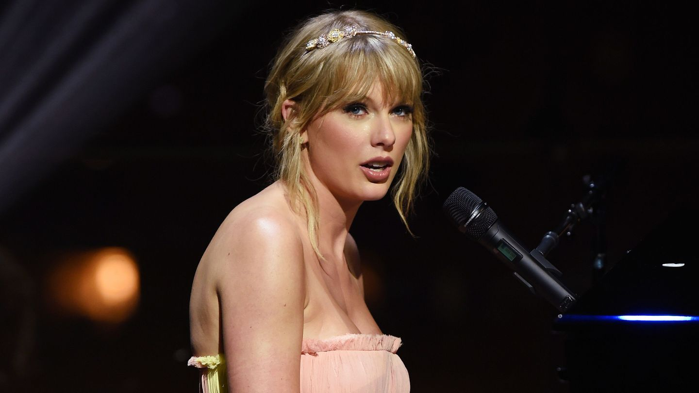 Taylor Swift Performs An Acoustic Set Of Big Hits At Time 100 Gala