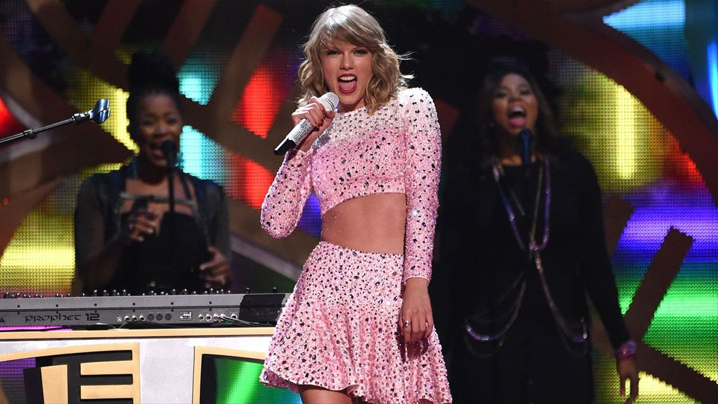 Taylor Swift S Abs Sparkled At The Iheart Radio Festival Mtv