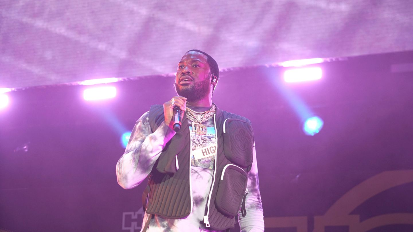 Meek Mill Crafts A Heartbreaking Tale Of A Father And Son In 'oodles O'noodles Babies' Video