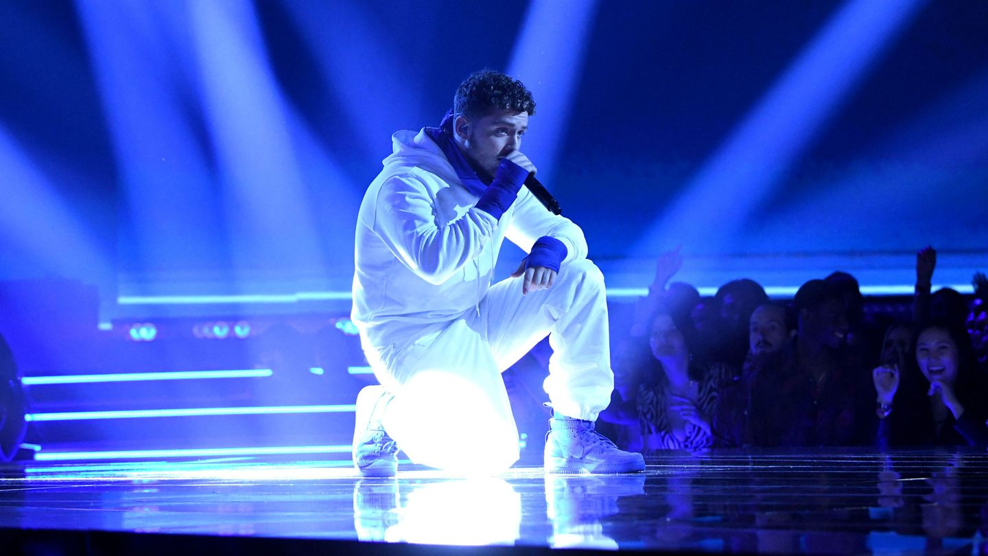 Watch Bazzi Turn The Movie & TV Awards Stage Into His Own 'Paradise'