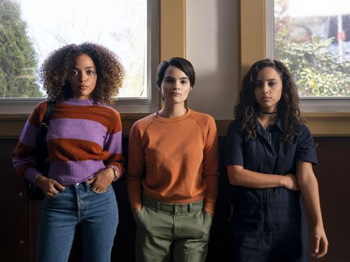 How The Stars Of Trinkets Identify With The Teen Drama's Core Message