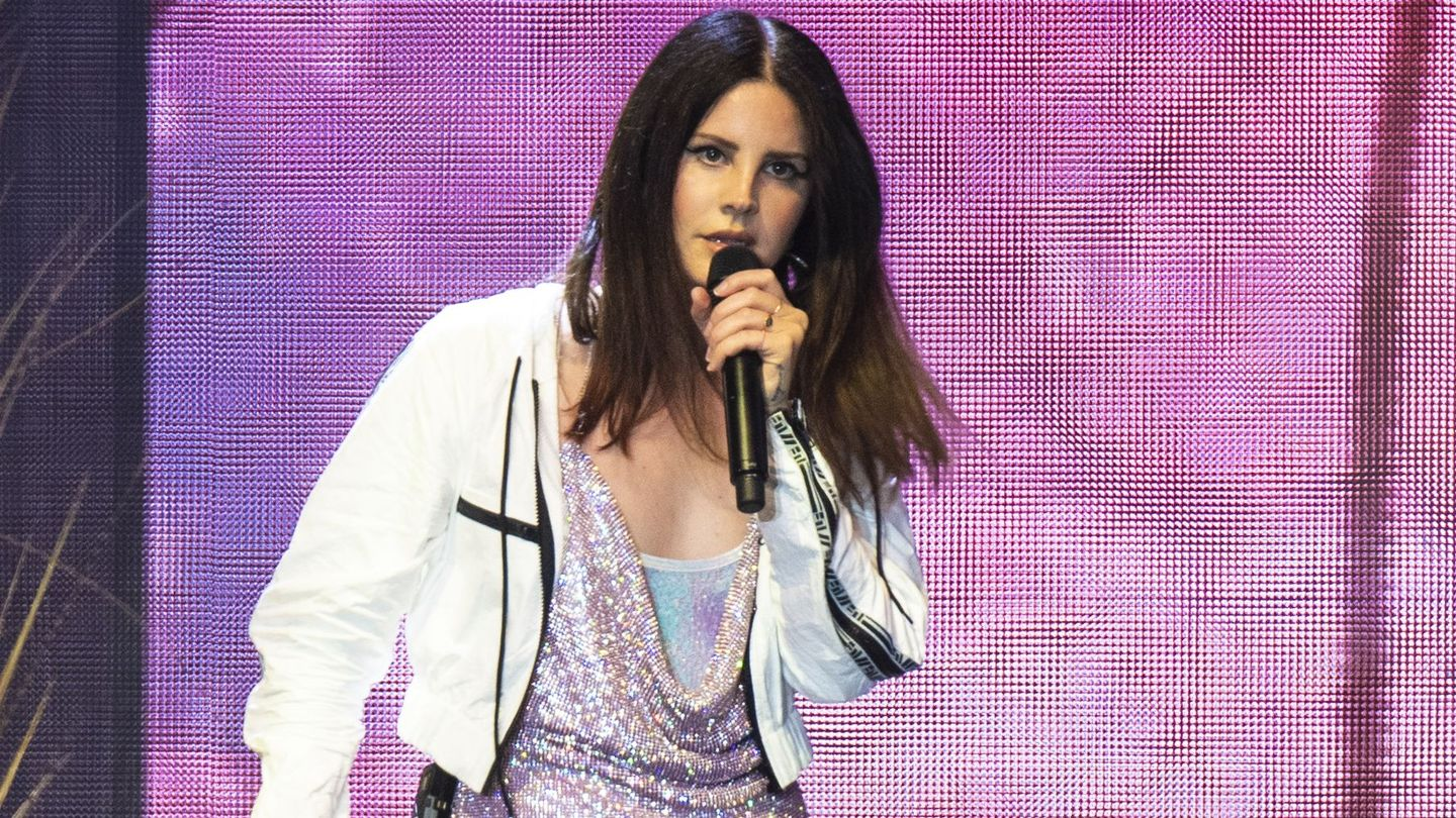 Lana Del Rey's Soft, Dreamy Voice Becomes A Ominous